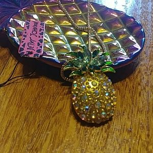 Popular pineapple necklace/brooch NWT